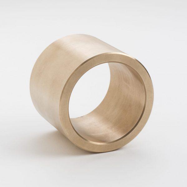 LM är ett svarvat glidlager i brons med smörjspår.